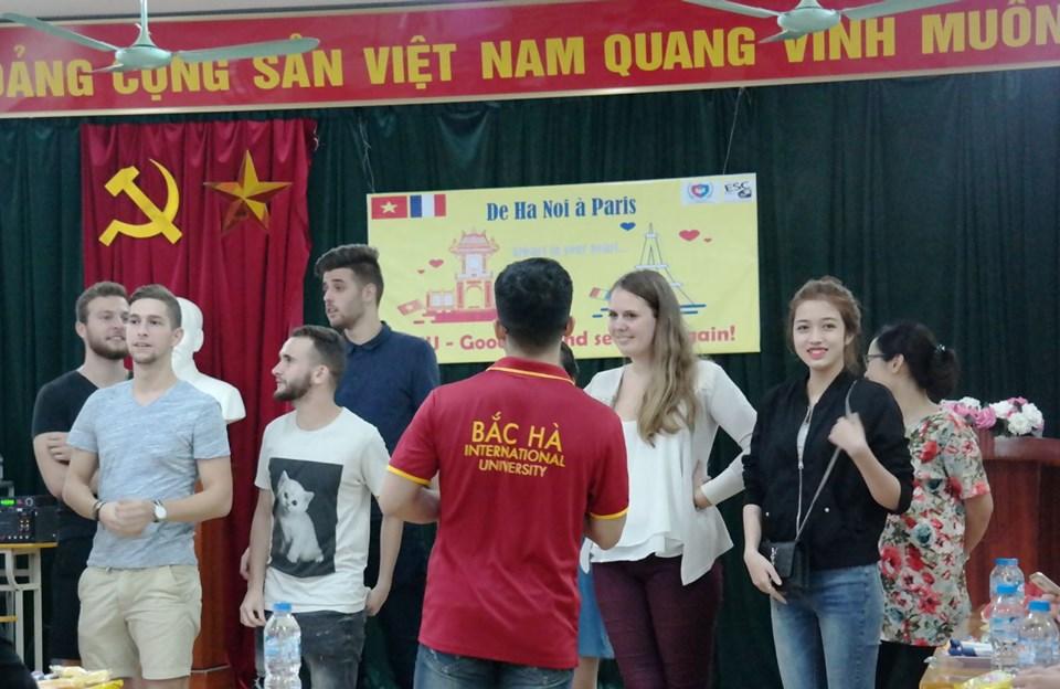 """Ba gương mặt sinh viên BHIU xuất sắc """"rinh"""" học bổng của ESC Pau – Cộng hòa Pháp"""