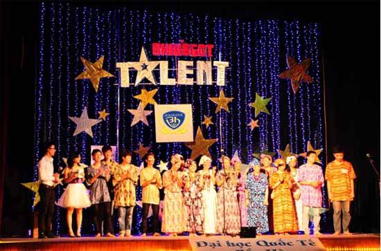 Sôi động cuộc thi BHIU'S GOT TALENT 2012