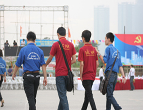 Sinh viên ĐHQTBH tham gia các hoạt động tình nguyện chào mừng Đại lễ 1000 năm Thăng Long – Hà Nội