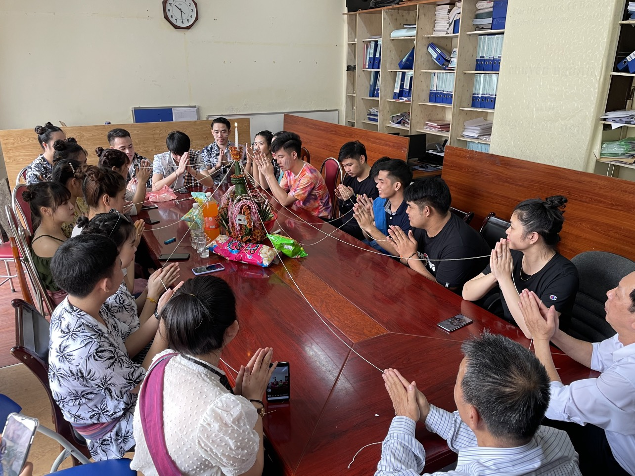Trường ĐHQT Bắc Hà tổ chức tết Truyền thống - Té nước cho sinh viên Lào