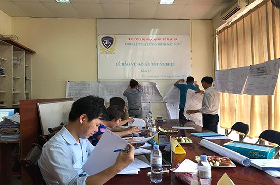 Tạm hoãn tổ chức bảo vệ tốt nghiệp cho sinh viên khóa 11